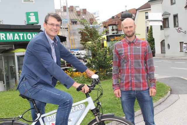 Bürgermeister Thomas Öfner und Radbeauftragter Mike Winkler