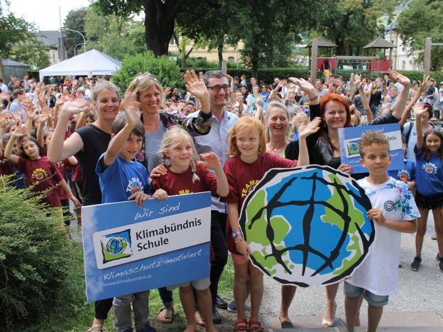 2018: Im Rahmen des Green Event Schulfests feiert die VS Saggen & Innsbruck Elementary School den Klimabündnis-Beitritt