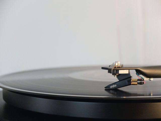Schallplatte und Plattenspieler